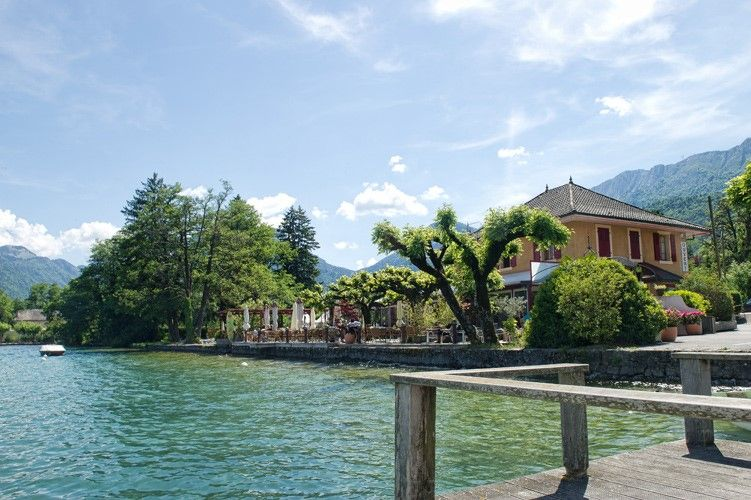 Reprise du restaurant «Chez ma Cousine» sur les rives du lac d'Annecy à Doussard